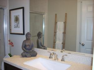 buddha-in-bathroom (2)